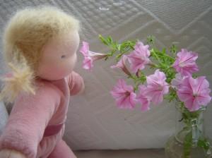 knuffelpopje met bloemen