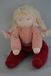 Blond knuffelpopje